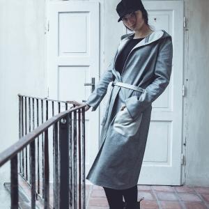 Dlouhý kabátek s kapucí |