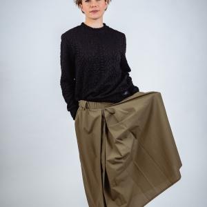mikina s vytlačovaným vzorem a maxi sukně |