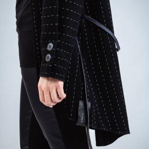vlněný zavinovací kabátek |