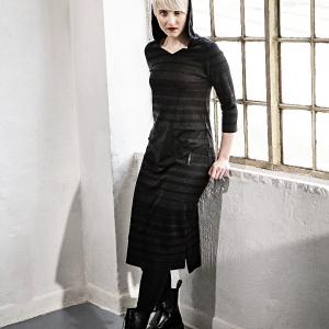 šaty s kapucí |